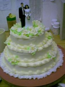 wedding-cake-with-bride-and-groom-topper-21236167