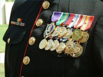 article-new_ehow_images_a05_2n_nm_build-rack-military-medals-800x800