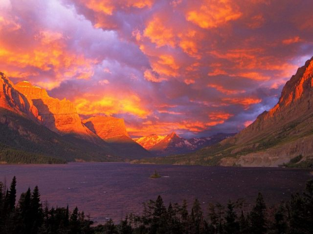 sunset_over_mountains-2497